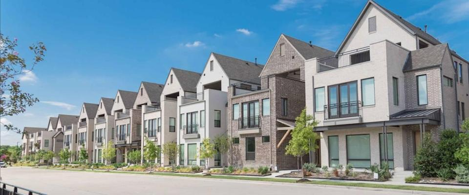 Panorama park side brand new row of three story single family homes in Texas